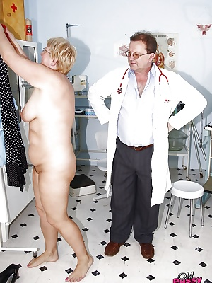Fatty mature lady in glasses gets her pussy examed by gyno