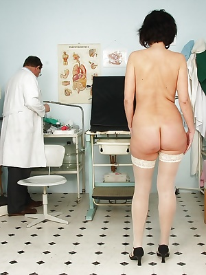 Mature brunette in stockings gets her pussy examed by gyno