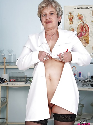 Fatty mature gyno nurse with massive jugs exposing her shaved twat