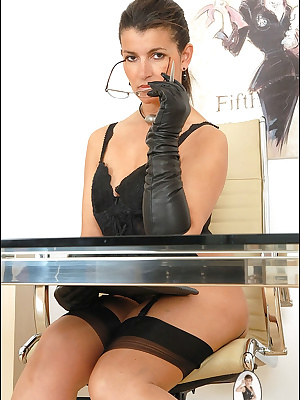 Lady Sonia: Classy mature lady uses her dildo