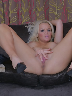 Slutty blonde mature Frankie Babe playing with her pussy in heels