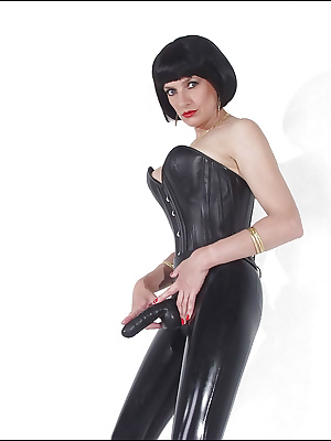 Stunning mature fetish babe posing with strapon over her latex outfit