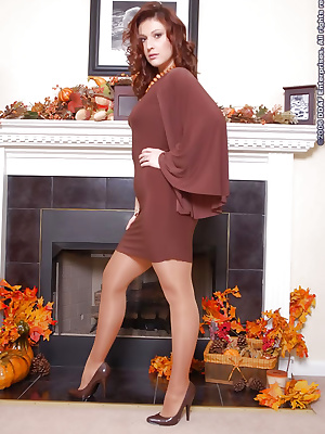 Attractive MILF in pantyhose and heels