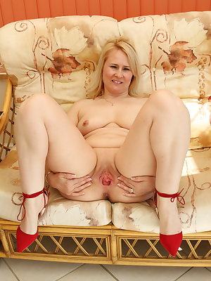 Blonde British housewife getting wet and wild