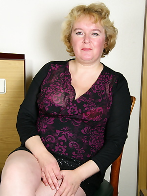 Naughty Dutch mature lady getting frisky