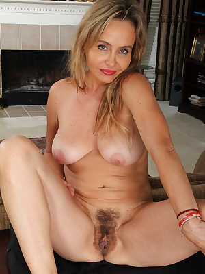 Hairy American secretary feeling a bit naughty