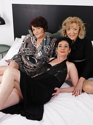 Three naughty mature ladies go full lesbian