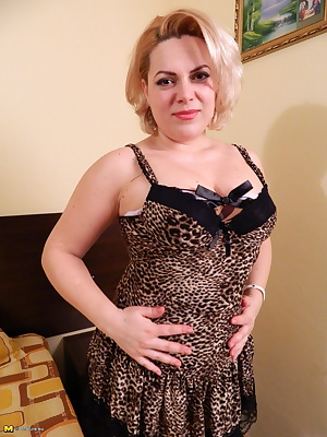 This slutty blonde mature lady loves to play