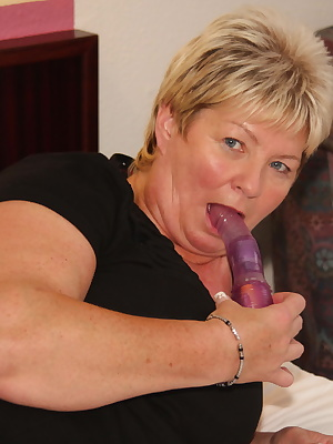 Big blonde mature slut playing with herself