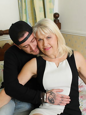 Horny British mature lady getting some action